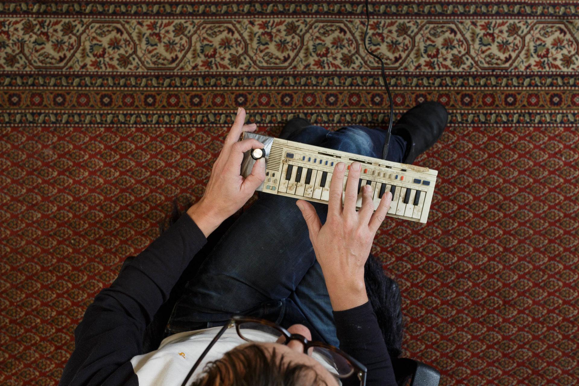 1, DRUCKEN!, Flake Lorenz, Kultur, MASTERBILD, Pianist, Projekt, Rammstein, Serie, arzt, klavier, konzert, meisterfinger, musik, musiker, piano, tasten