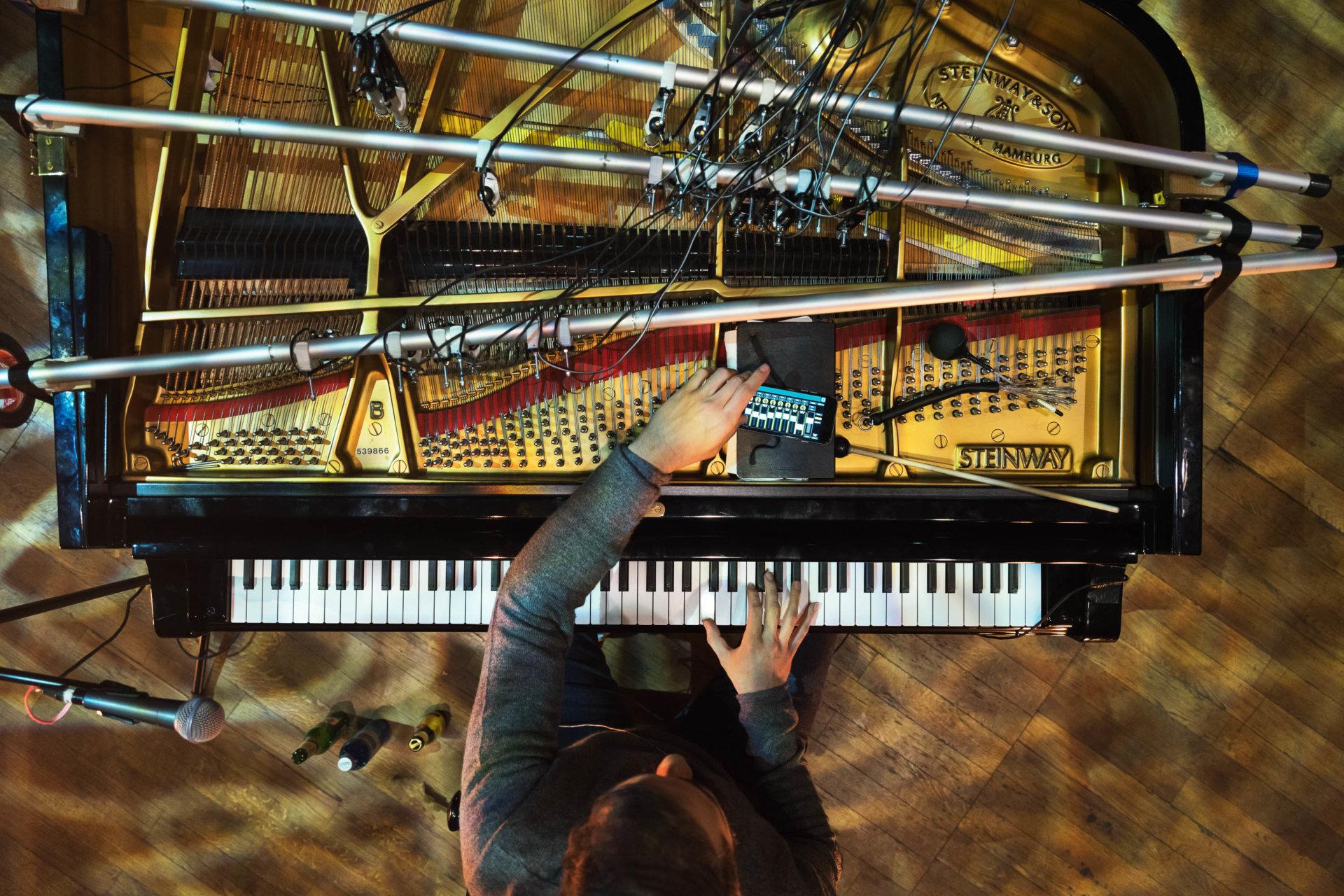 MASTERBILD, grandbrothers, piano
