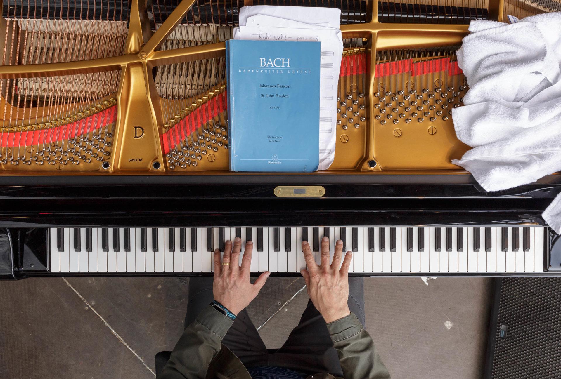 1, DRUCKEN!, Finnland, Hände, Iiro Rantala, Kultur, Künstler, MASTERBILD, Pianist, Projekt, Serie, arzt, jazz, klavier, konzert, meisterfinger, musik, musiker, piano, tasten