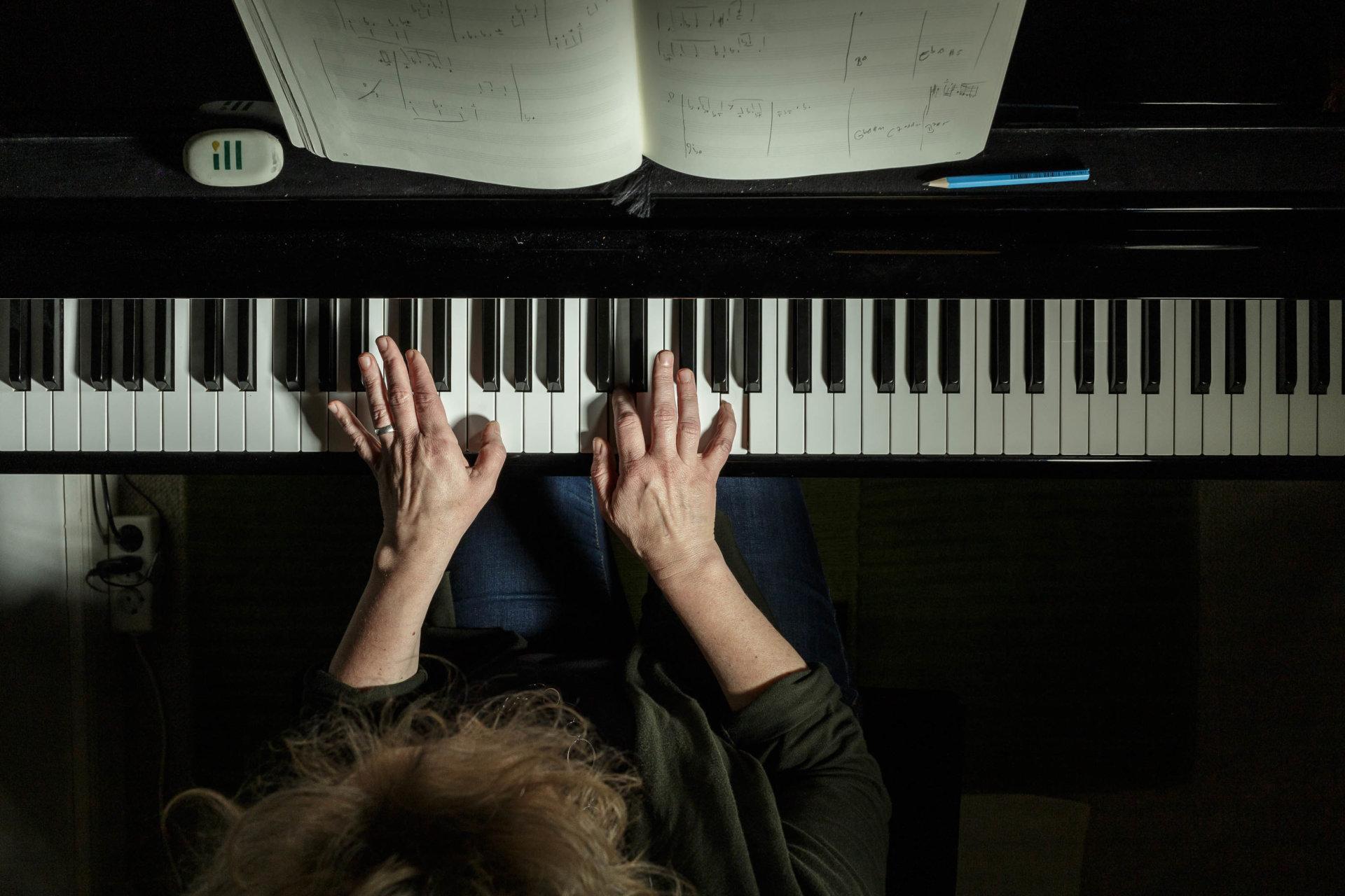 Flügel, Julia Hülsmann, Pianistin, Yamaha, meisterfinger, tasten