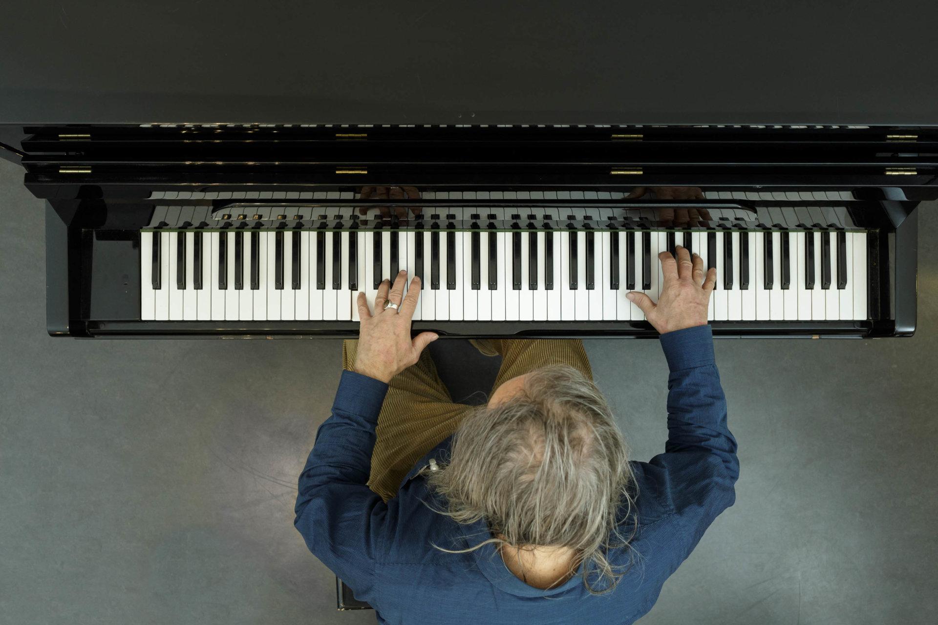 1, Admiralspalast, DRUCKEN!, Hände, Kultur, Lubomyr Melnyk, MASTERBILD, Pianist, Porträt, Projekt, Serie, arzt, klavier, konzert, meisterfinger, musik, musiker, piano, tasten
