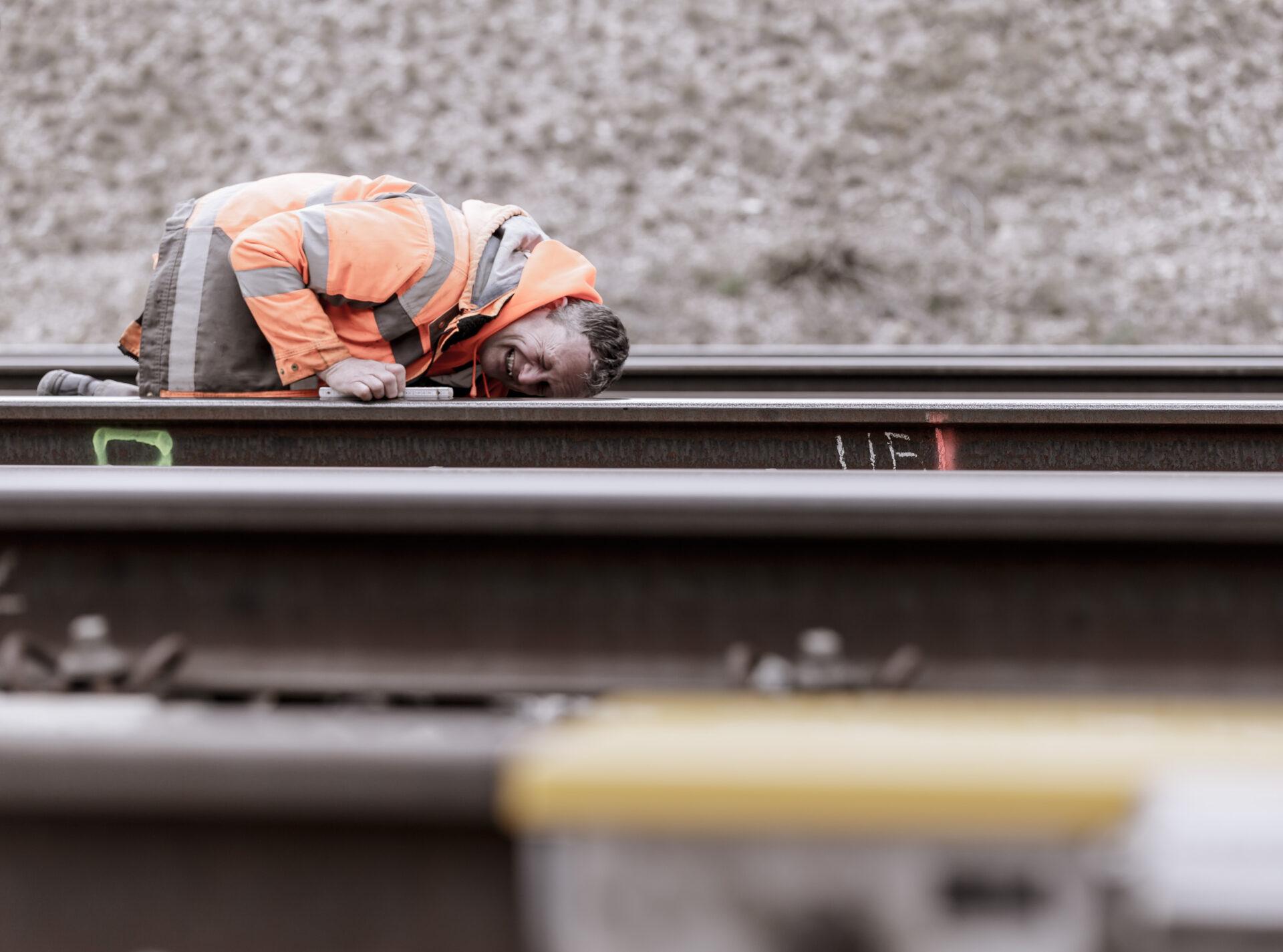 Arbeit, Arbeiter, Bahn, Bahntechnik, FES, FES Bahntechnik, Gleisbau, Mitarbeiter, Portfolio, Porträt, Schiene, Zug, arbeiten, baustelle, technik