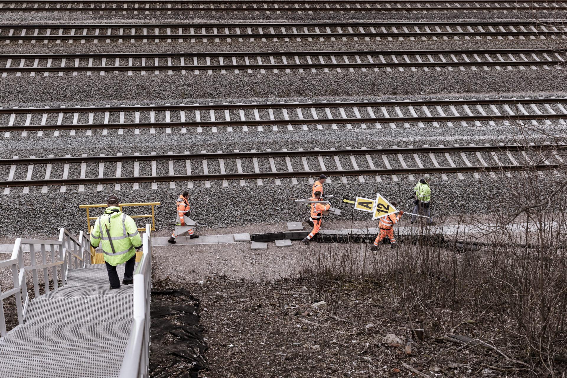 Arbeit, Arbeiter, Bahn, Bahntechnik, FES, FES Bahntechnik, Gleisbau, Mitarbeiter, Schiene, Zug, arbeiten, baustelle, technik
