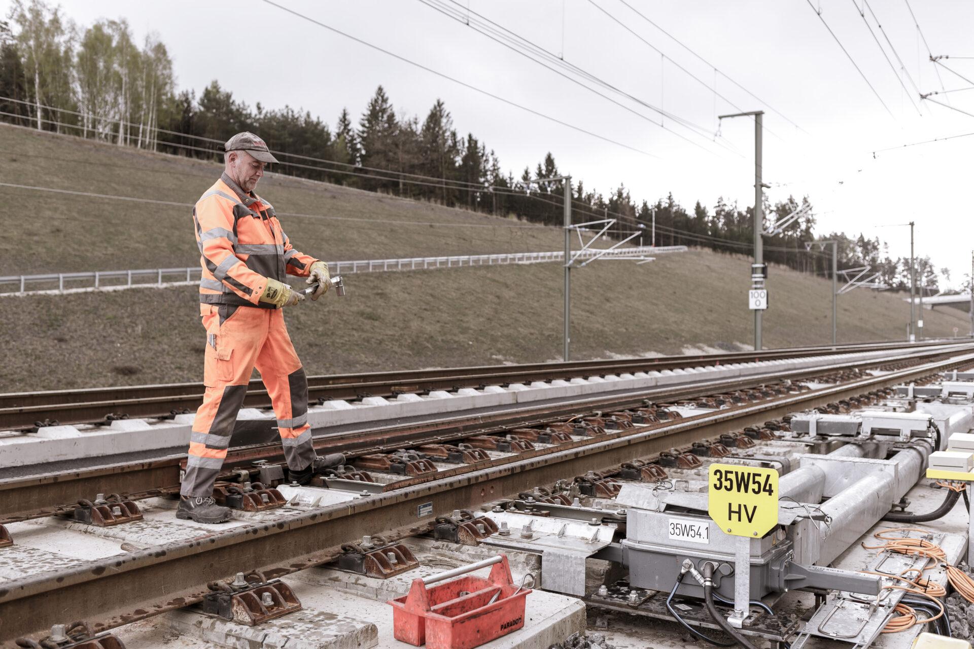 Arbeit, Bahntechnik, Bauarbeiter, FES, FES Bahntechnik, ICE, Neubaustrecke, Weiche, baustelle, gleise, technik