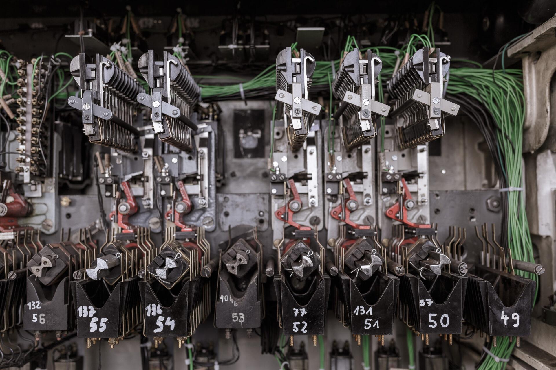 Bahn, Eisenbahn, FES, Instandhaltung, Mechanik, Reparatur, Zug, experten, historische Technik, stellwerk, technik