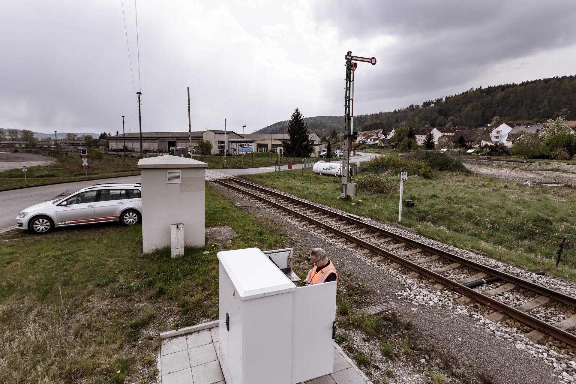 Arbeit, Bahntechnik, Bahnübergang, FES, FES Bahntechnik, Schranken Grimmenthal, Signal, image, stellwerk